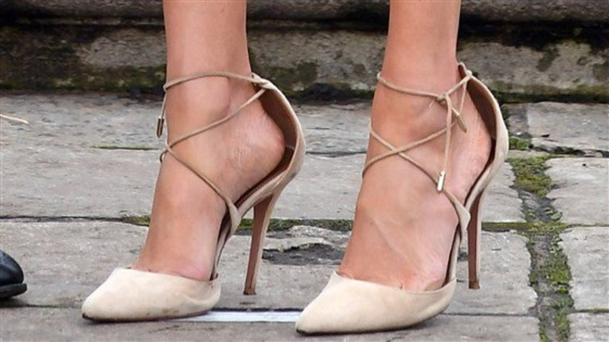 Meghan Markle Wears Shoes That Are Too Big for Her Feet