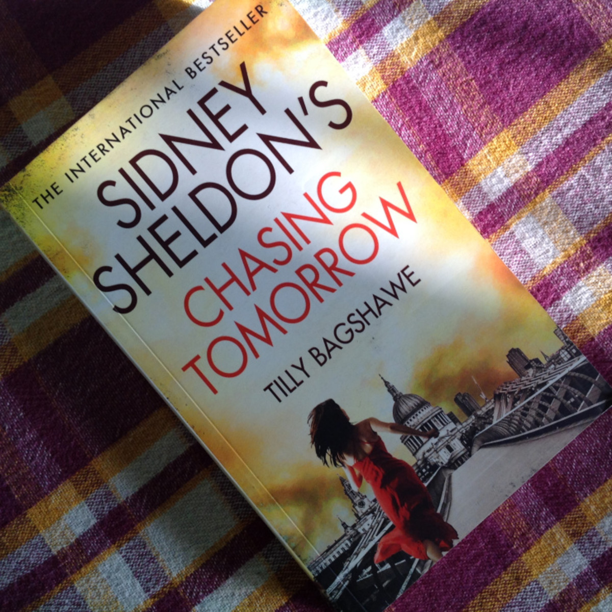 Book Review: Sidney Sheldon's Chasing tomorrow