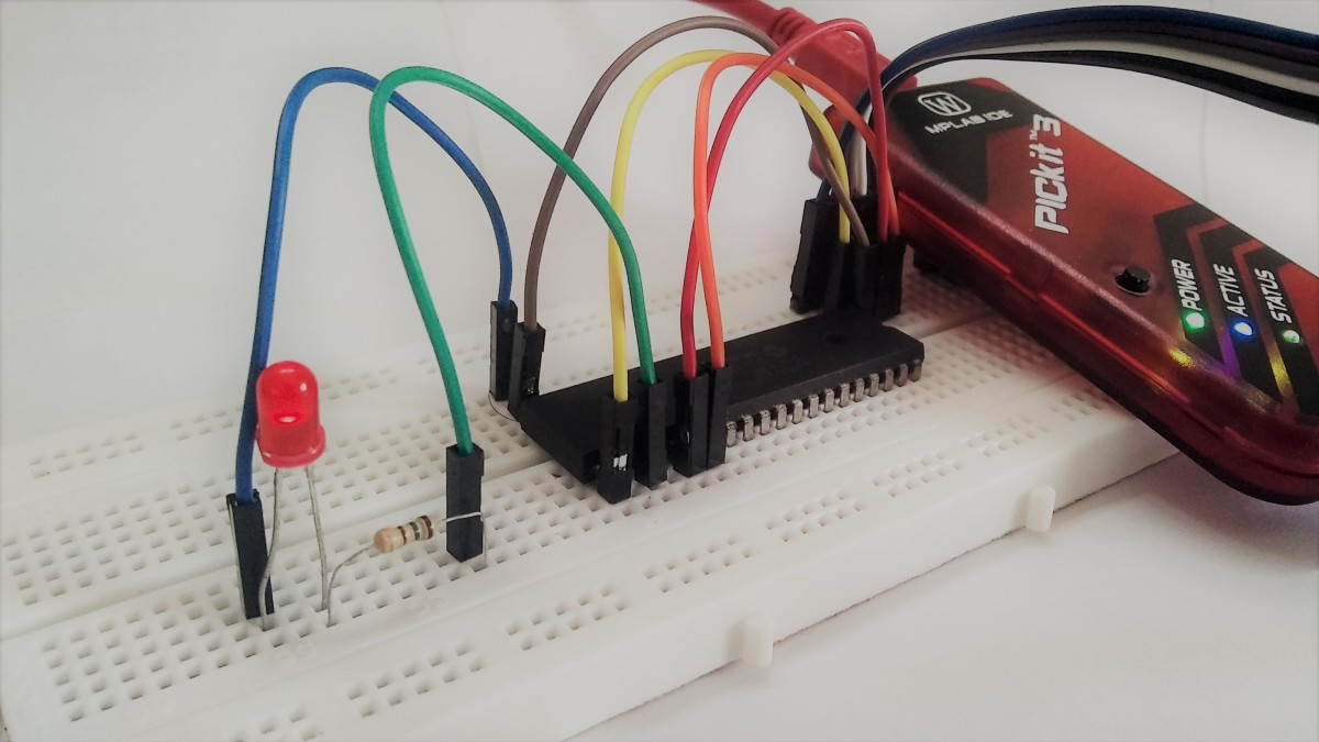 A dsPic30f4011 micro controller and its programmer in my experimental setup.