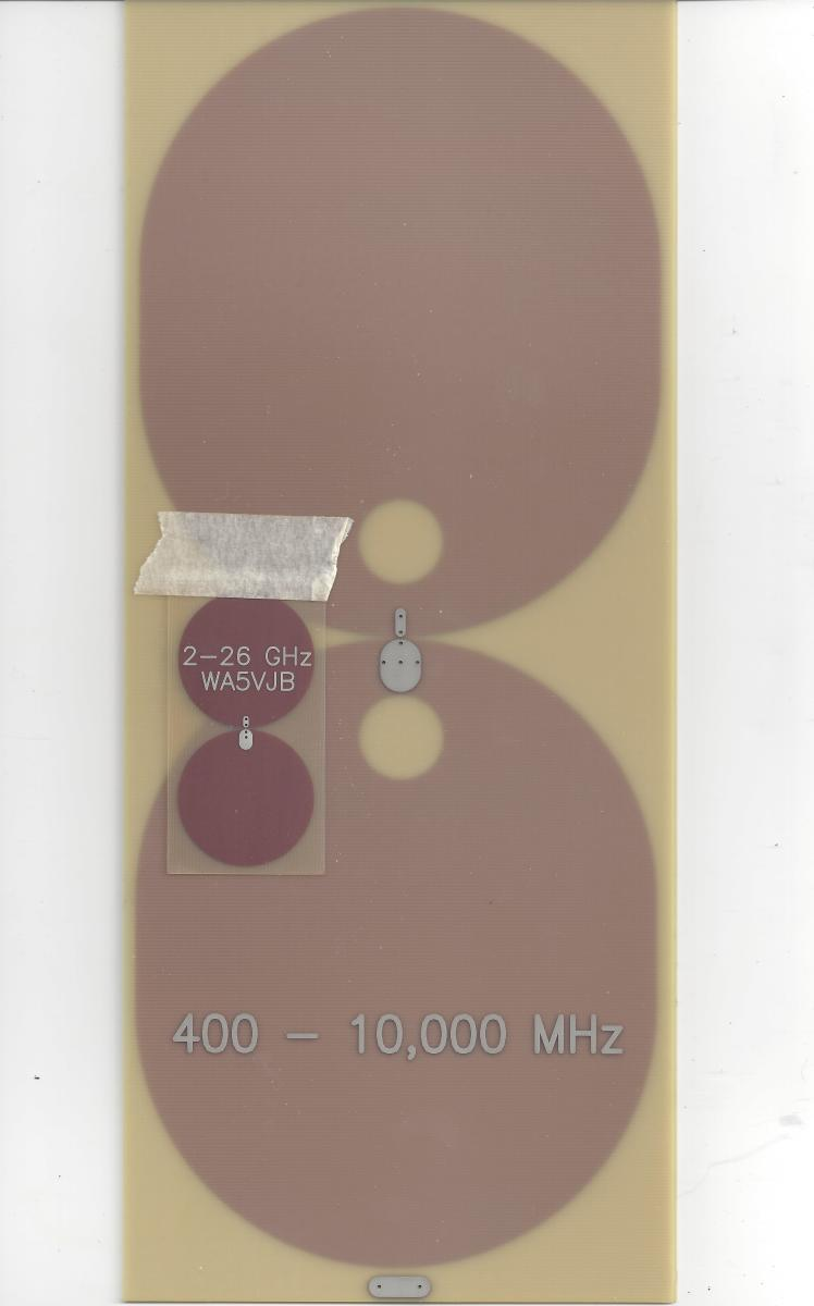 Size comparison between a 2 GHz planar antenna and 400 MHz planar antenna.
