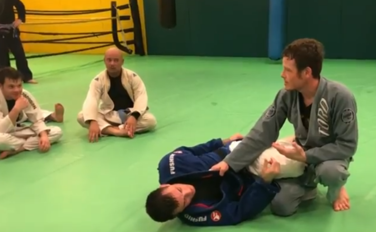 Knee Cut Guard Pass  - Dealing With the Scissor Defense