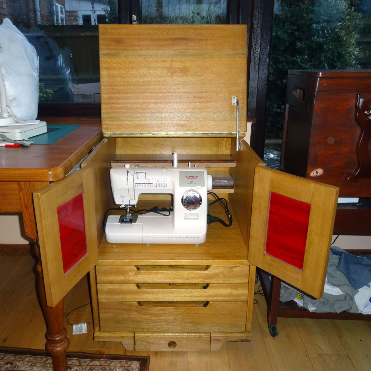 How to Make a Sewing Cabinet With Drawers