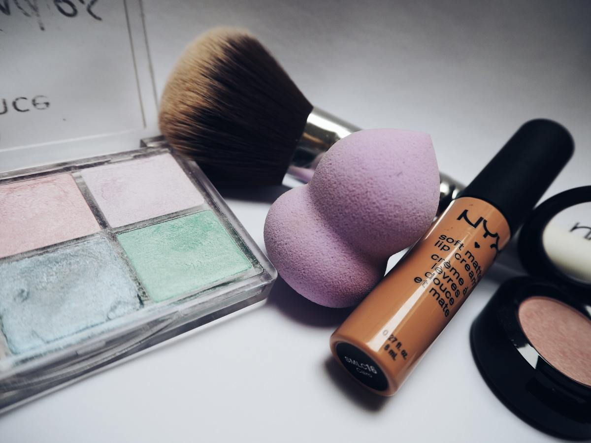The Total Perfecting Blender Sponge Will Change Your Makeup Game