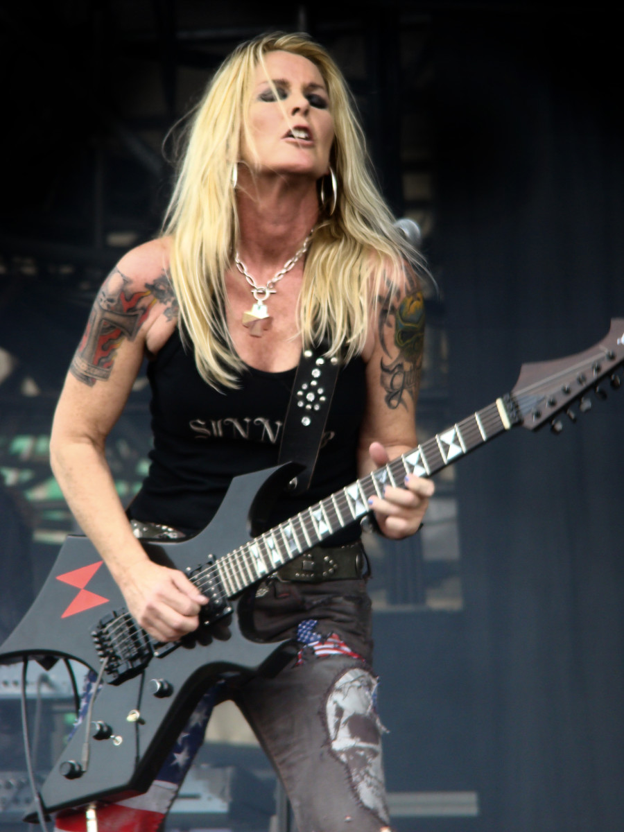 100 Best Female Guitar Players