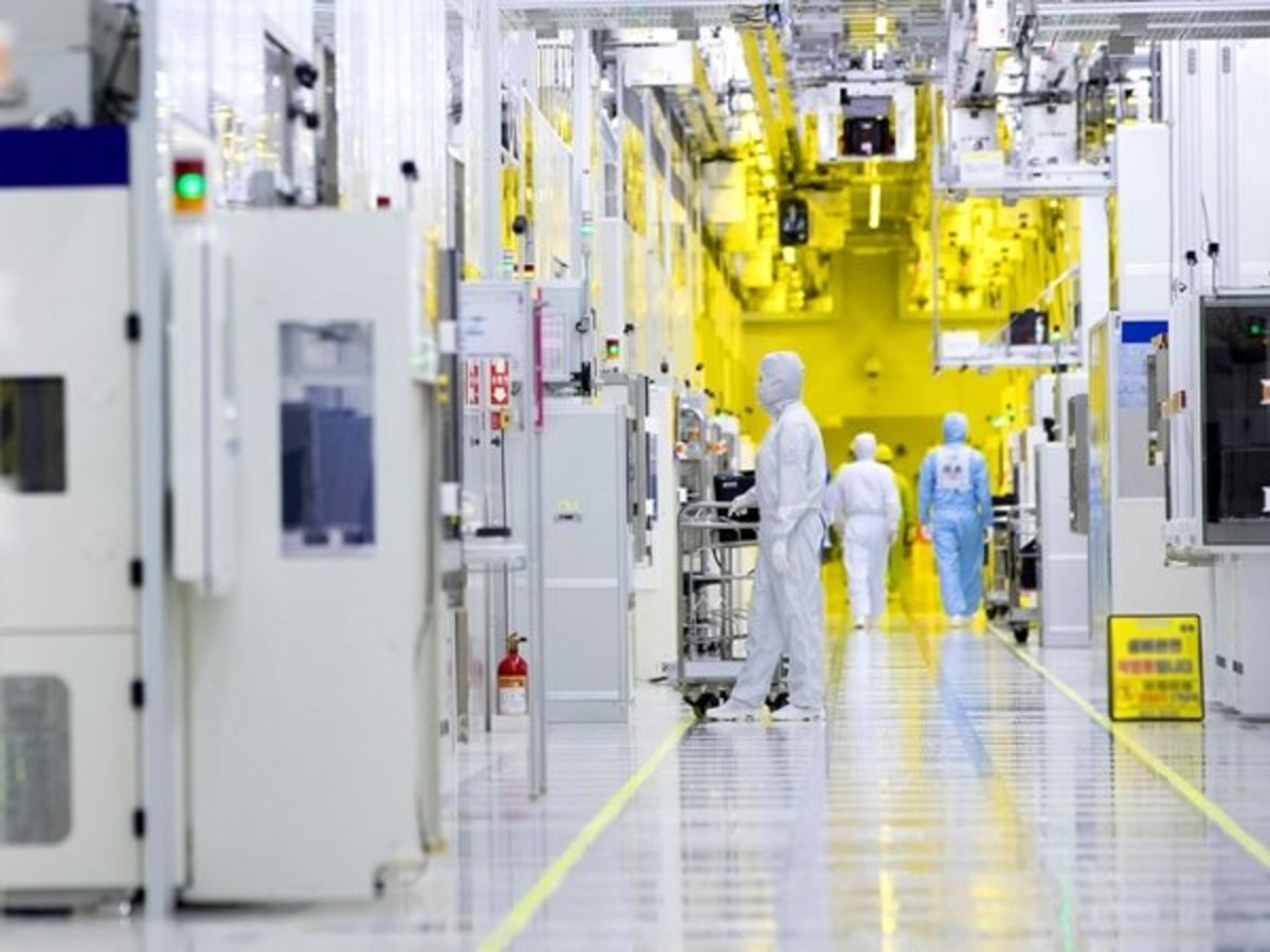 The World of the Semiconductor Cleanroom