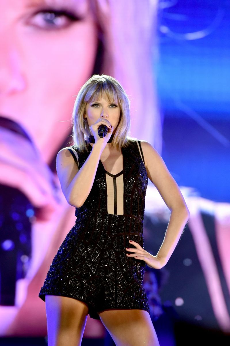Taylor Swift performing.