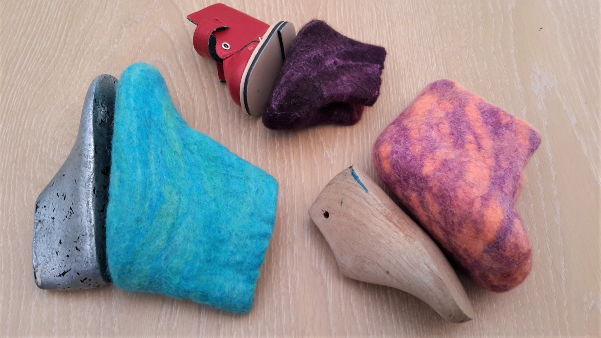 Shrinkage comparison, lasts and completed slippers.