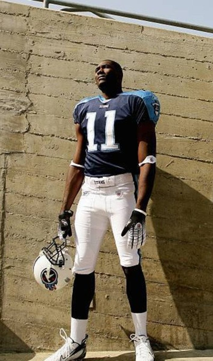 "Former wide receiver, Paul Williams, has probably the highest arm length to height ratio of any NFL player. At only 6'1"", he has one of longest arms in the history of the NFL at 36""."