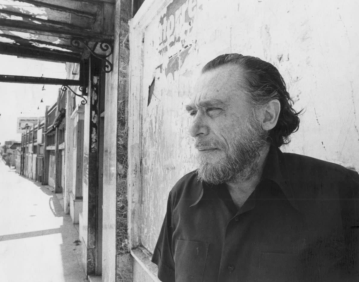 "Analysis of Poem ""The Shoelace"" by Charles Bukowski"
