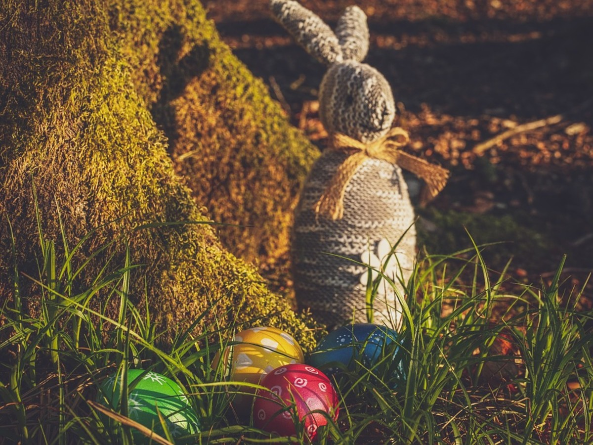 The Easter Bunny Died - 12 Eggs of Easter