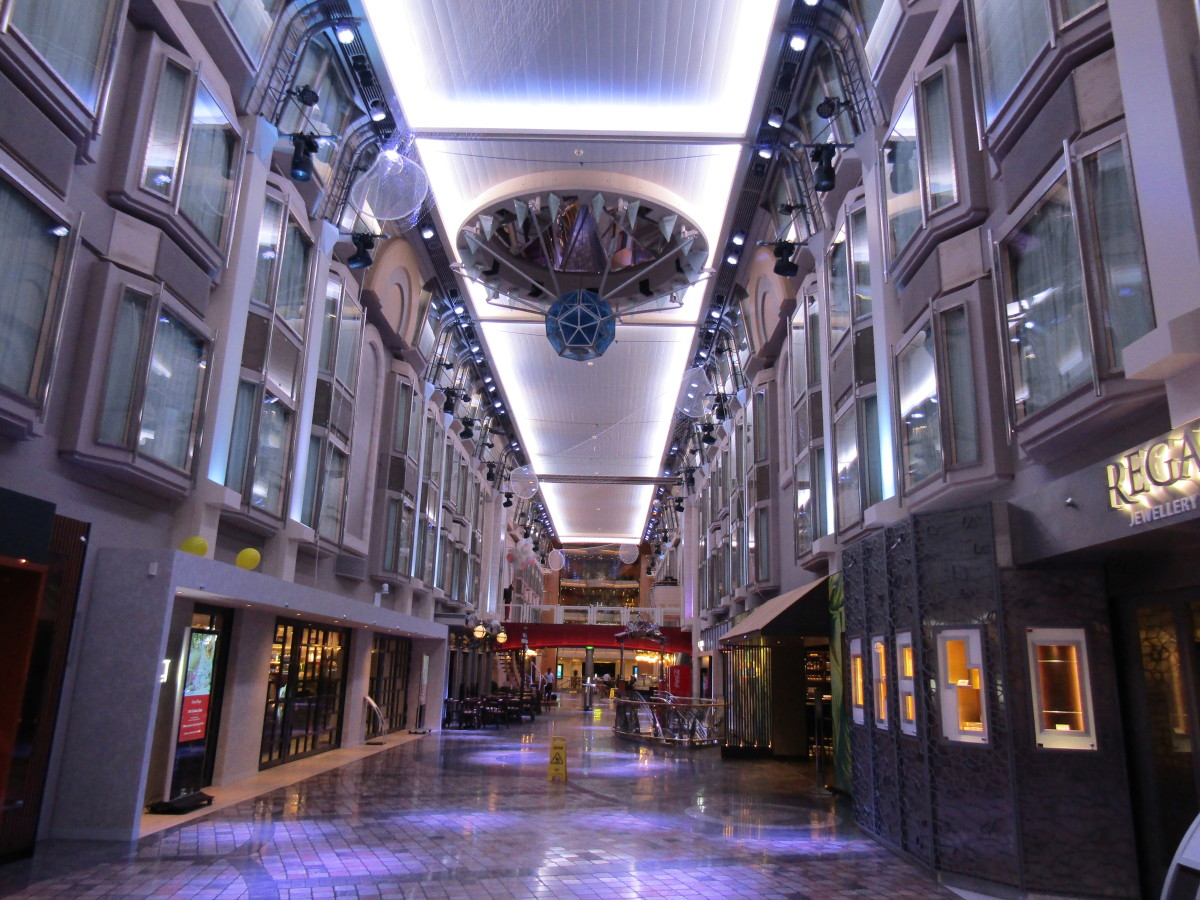 Bars and Pubs in the Royal Promenade of the Mariner of the Seas