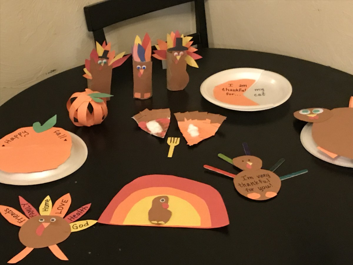 4 Easy DIY Thanksgiving Crafts for Kids to Make, Including T-Day Pie Pieces