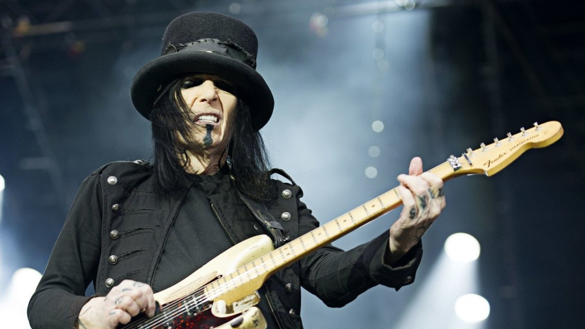 Mick Mars and the Fender Stratocaster