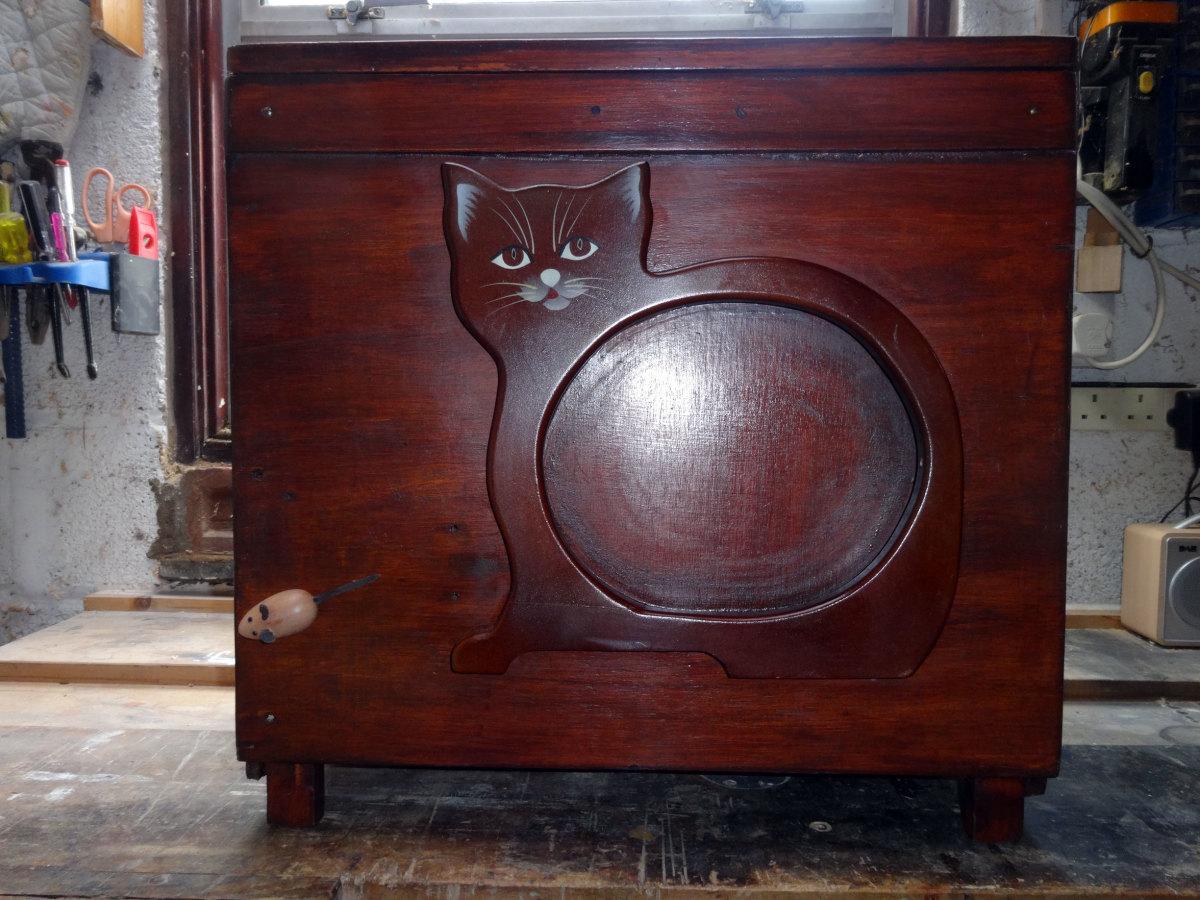 The wooden multi-purpose anti-cat overlocker protective cover box