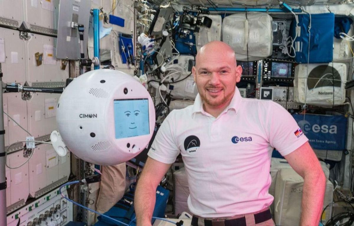 New AI robot, CIMON, helps astronaut with tasks