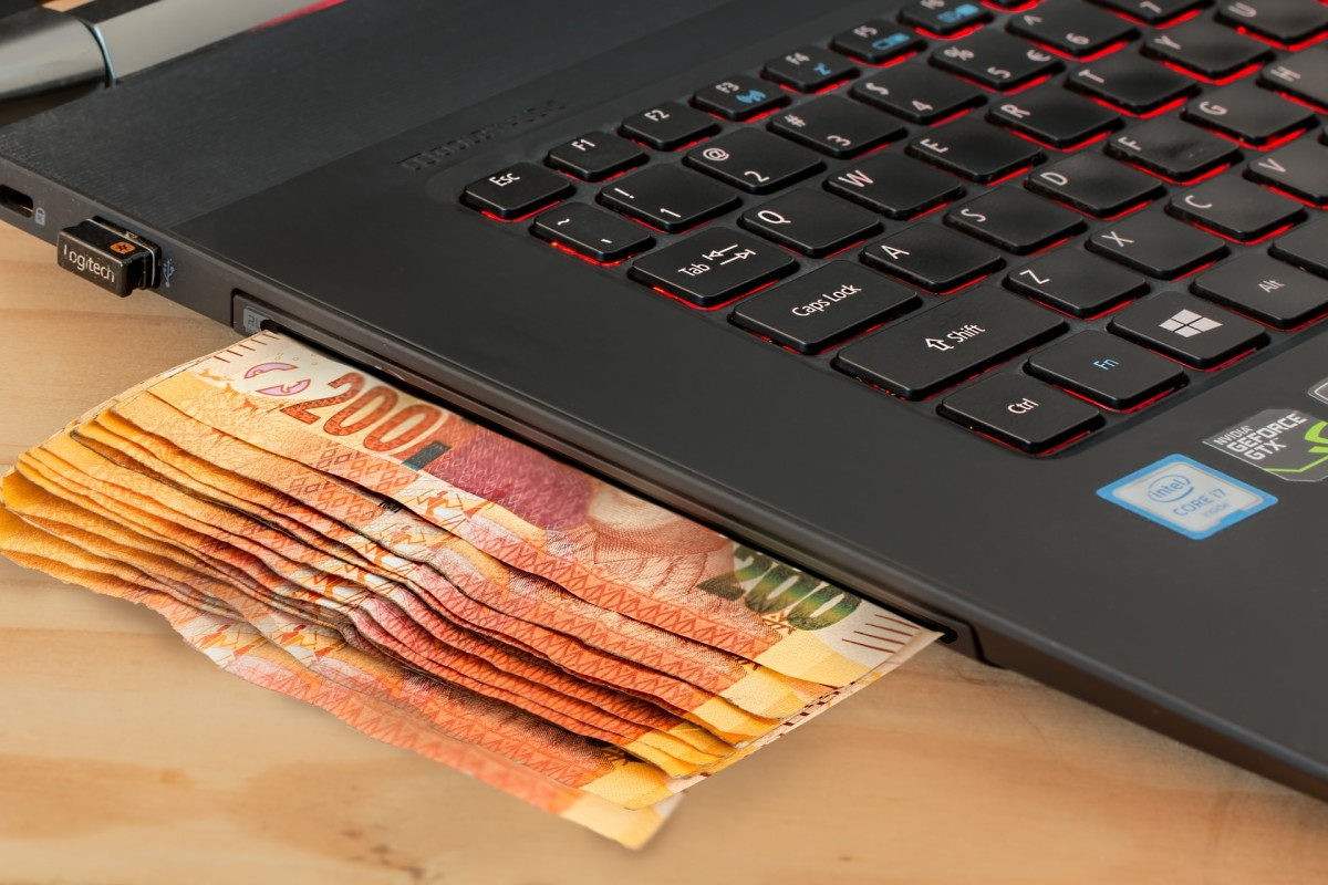 It's possible to earn money online for free. Discover some ideas in this article, from blogging to reviewing music to designing t-shirts.