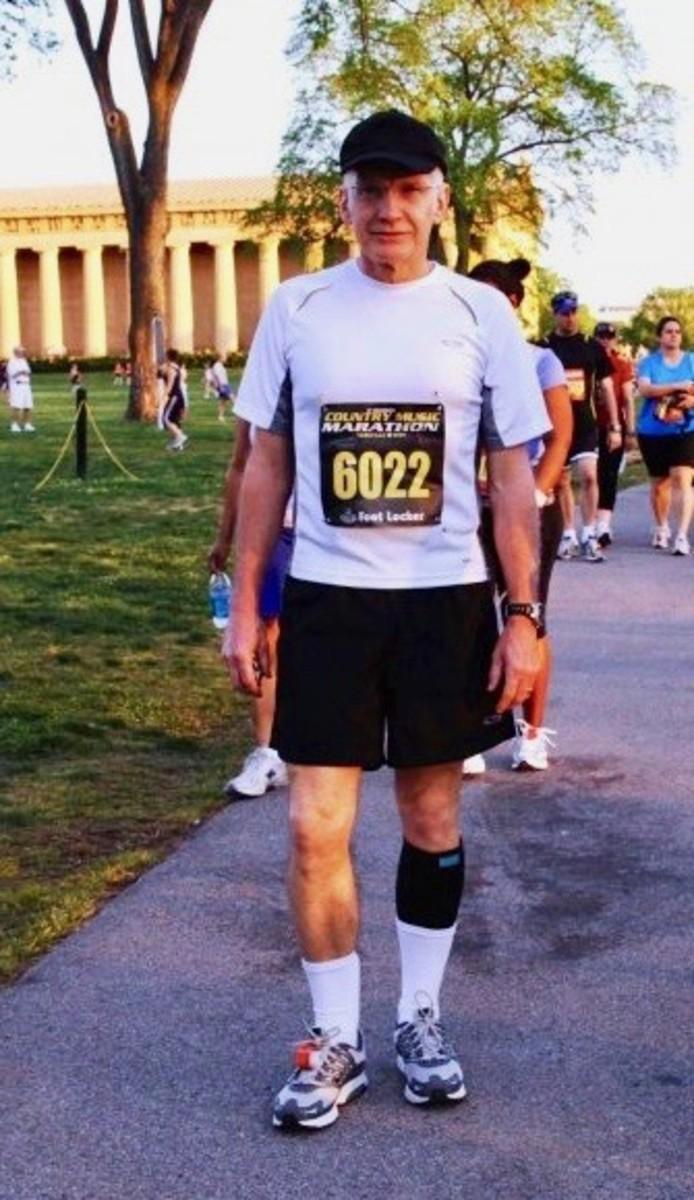 Marathon starting line next to the Nashville Parthenon