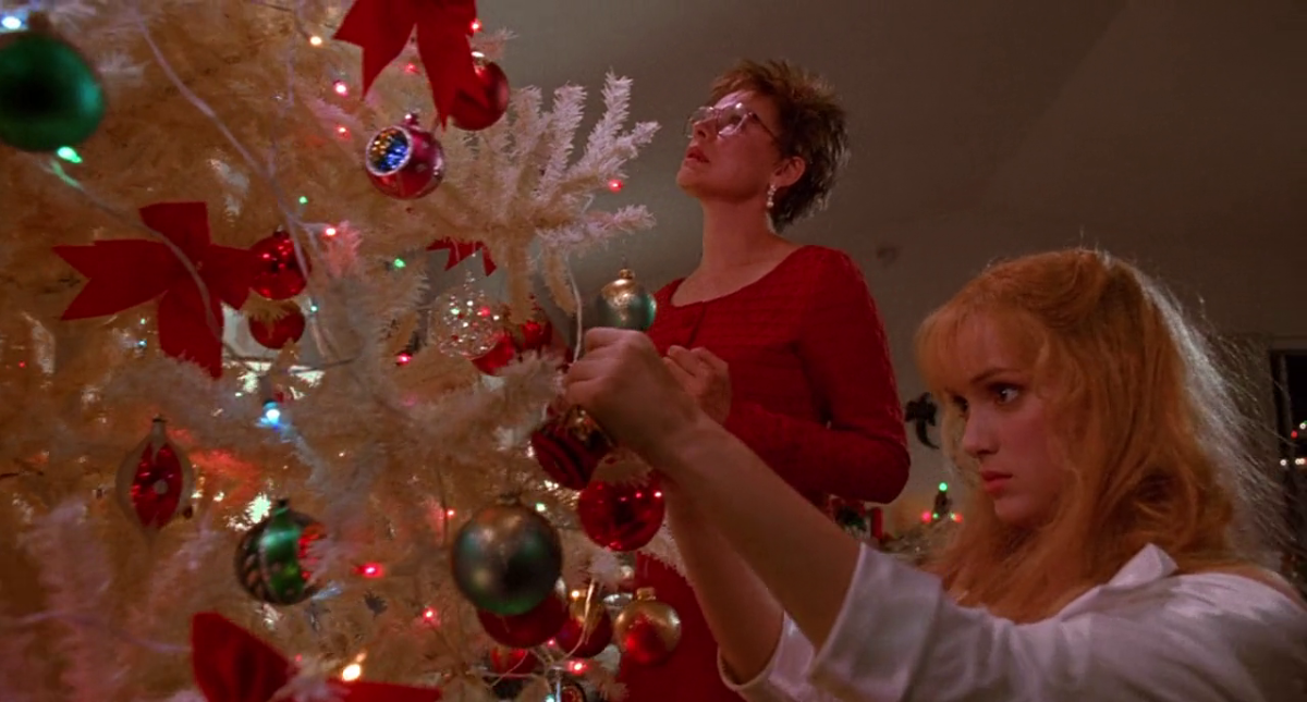 Important Christmas Scenes in Non-Christmas Movies