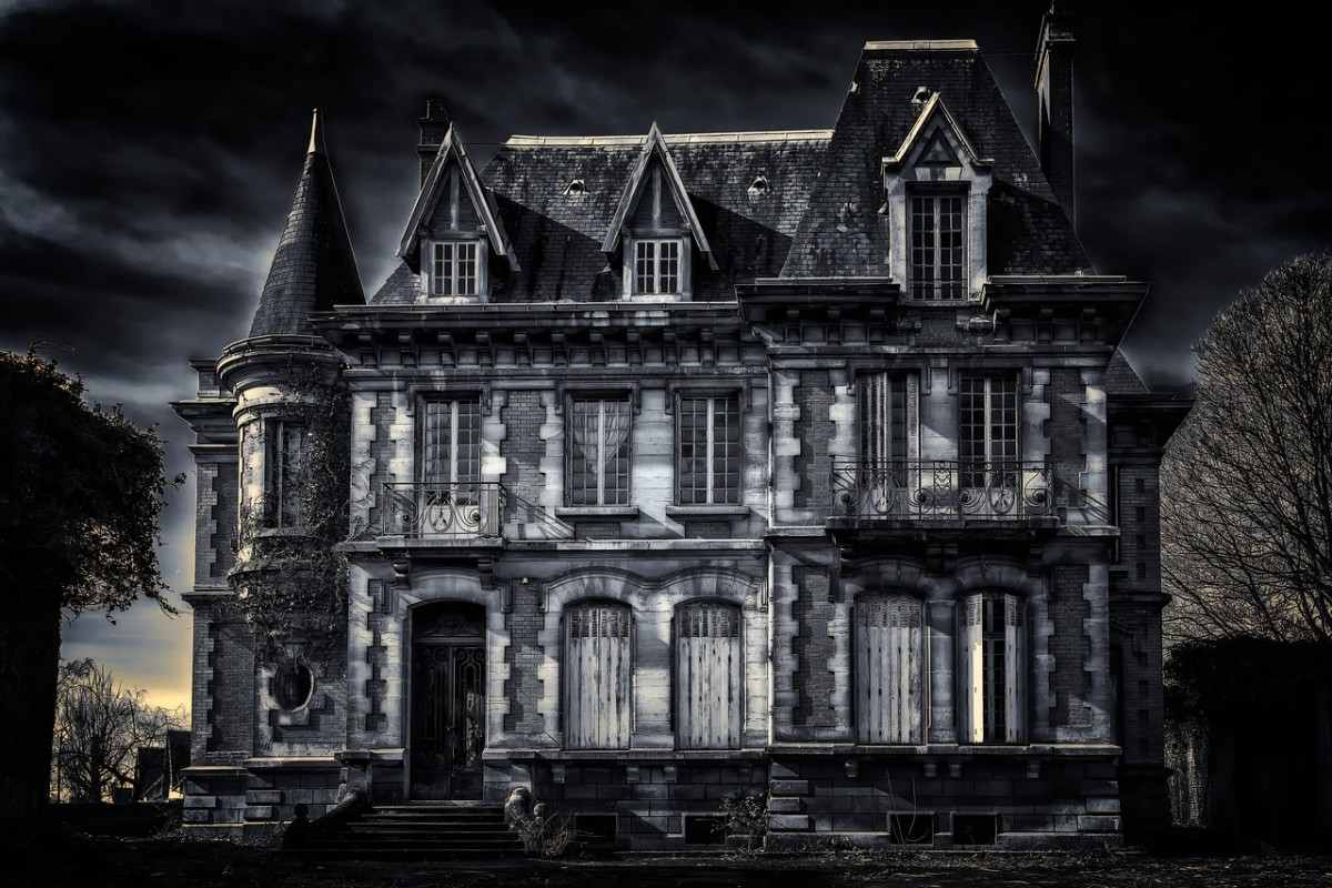 The Haunting of Estate Estremita: Danny's Paranormal Visitors - Chapter 3 - Part 3