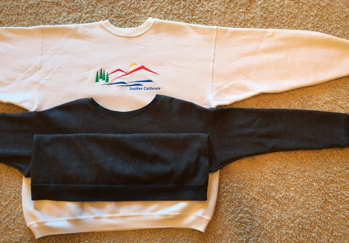 Souvenir (white) sweatshirt is too big!! My other one fits well.