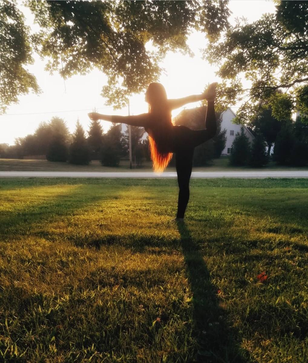 5 Energizing Yoga Poses to Beat that Afternoon Slump