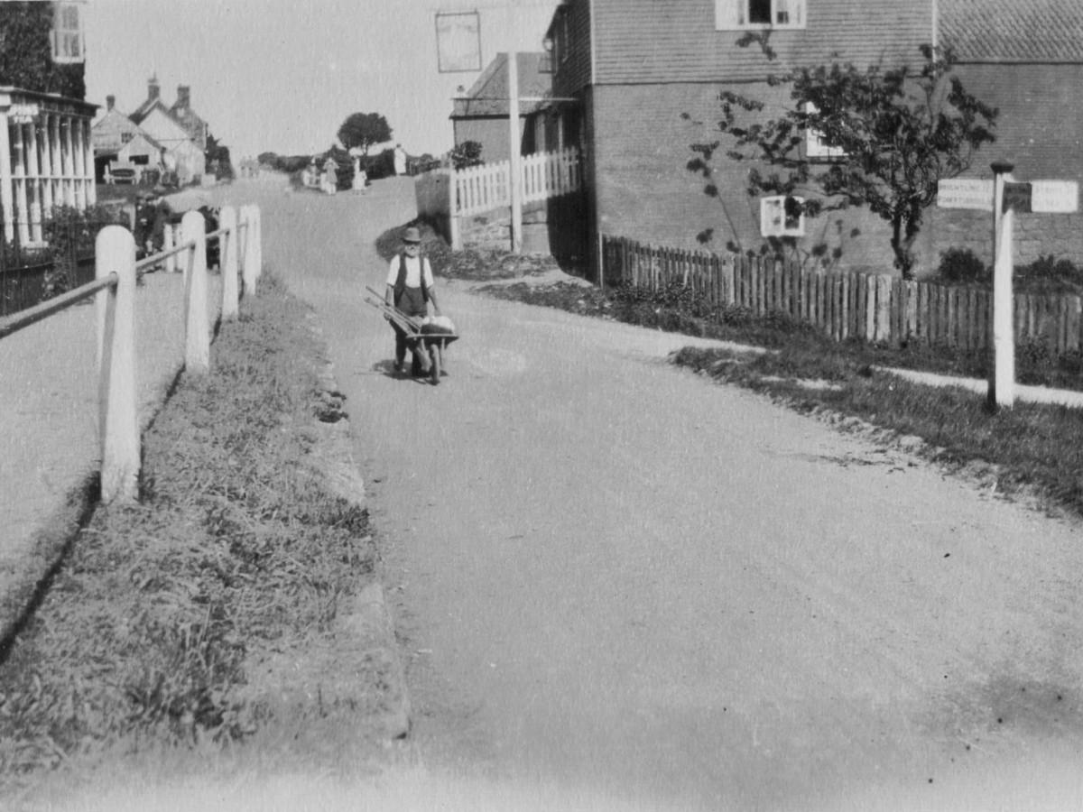 Historical Photography. Swan Inn, Woods Corner.