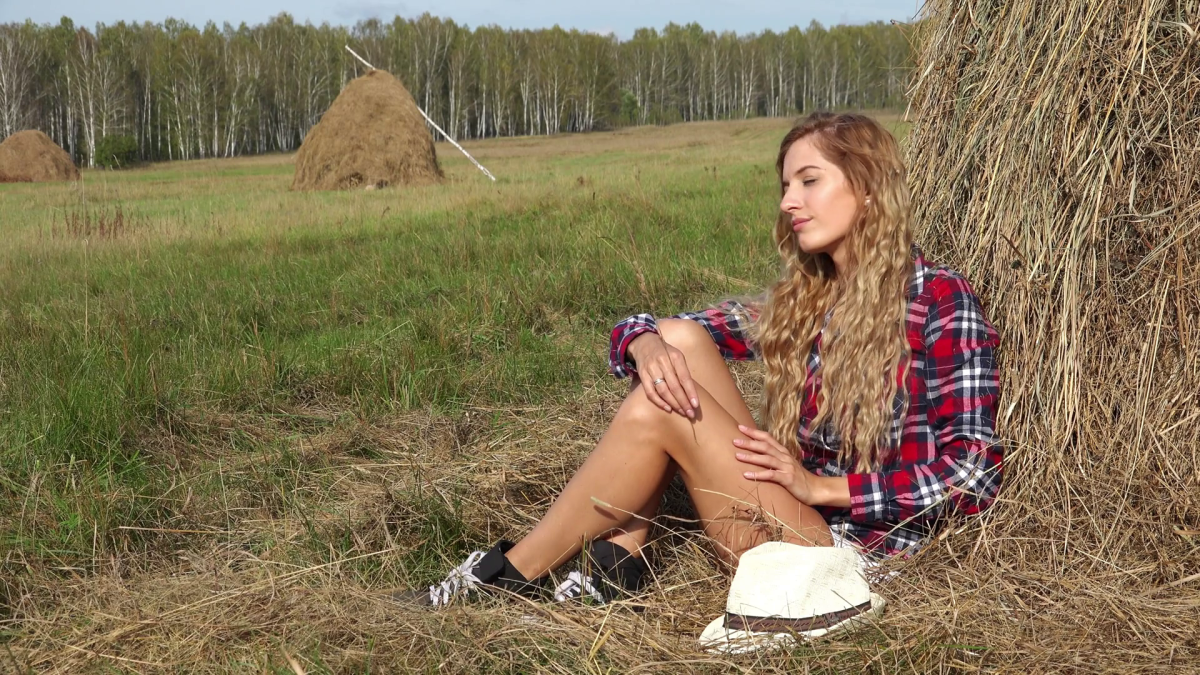 A Pretty Girl And A Haystack: Pure Americana.