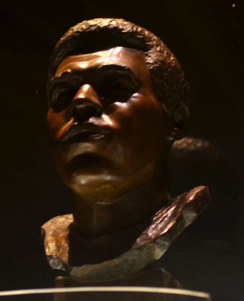 Hall of Fame bust of Gale Sayers