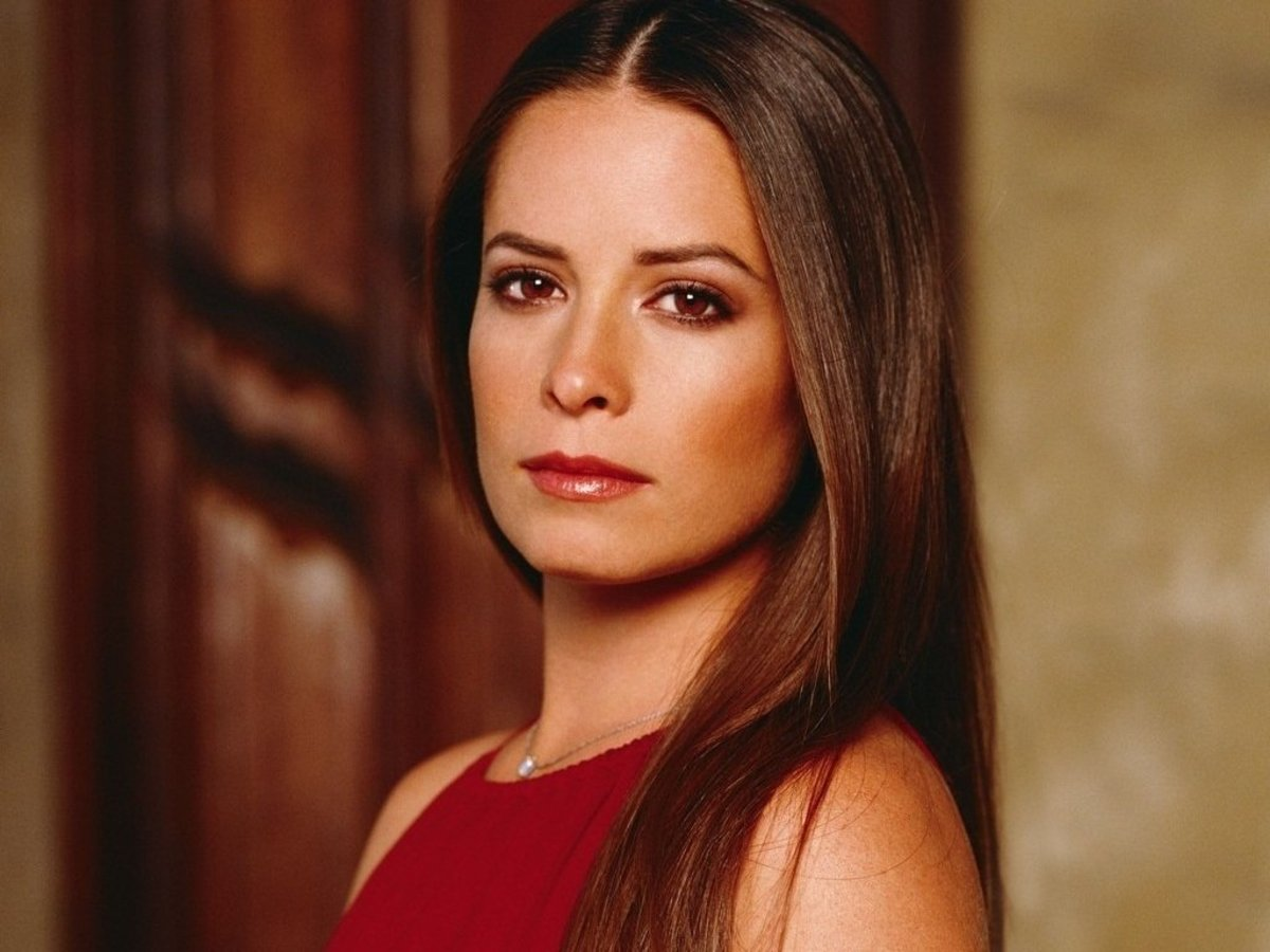 Piper Halliwell's Top Ten Fashion Moments on