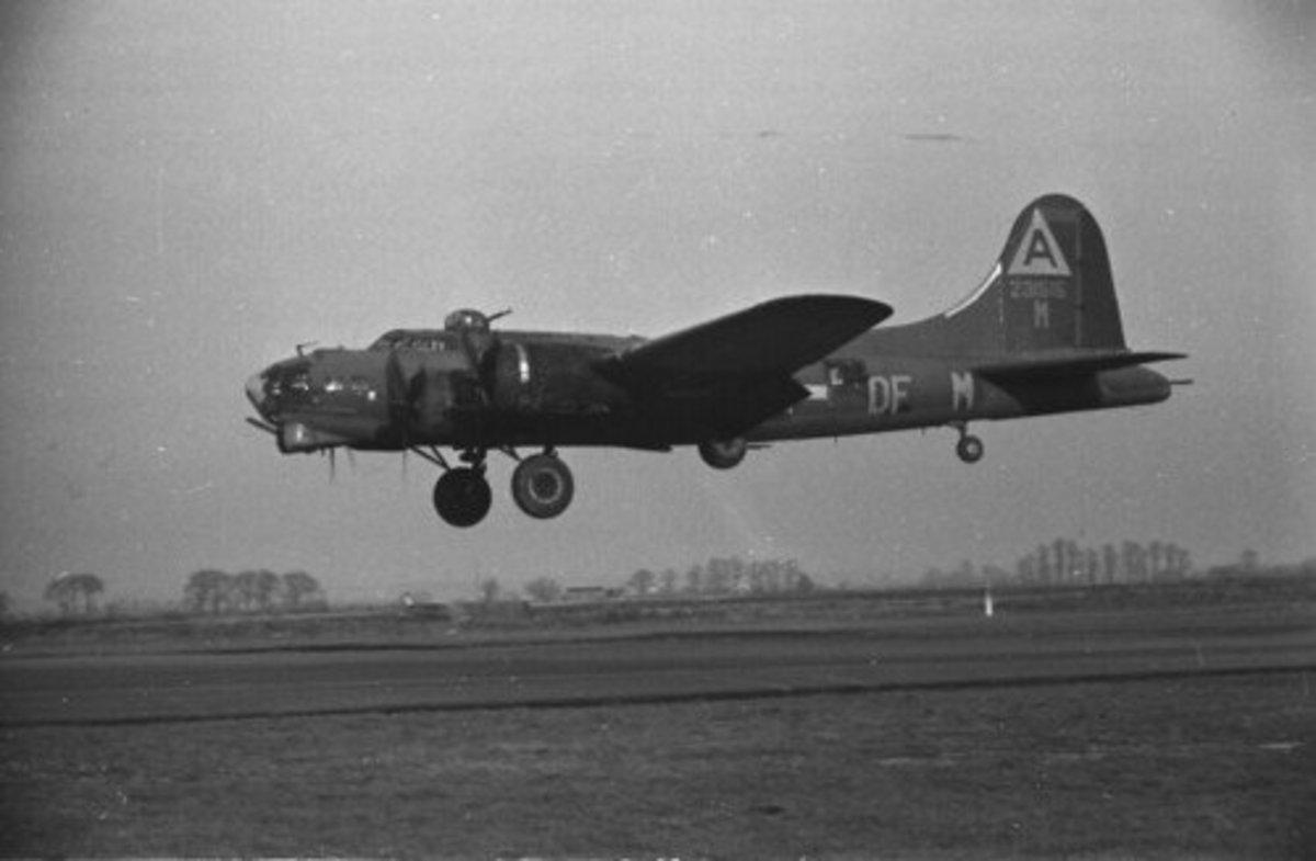 A B-17 makes a proper landing.