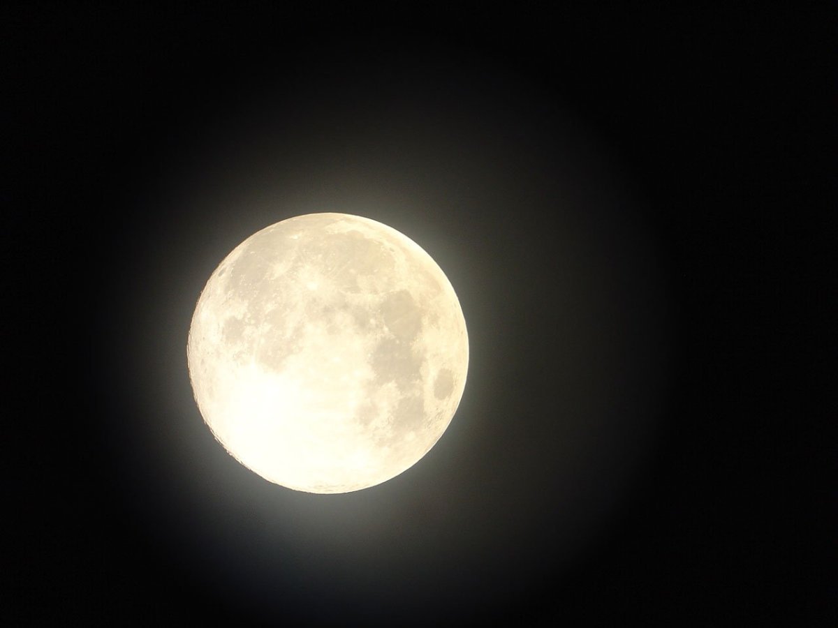13 Cheap and Easy Ways to Celebrate the Full Moon