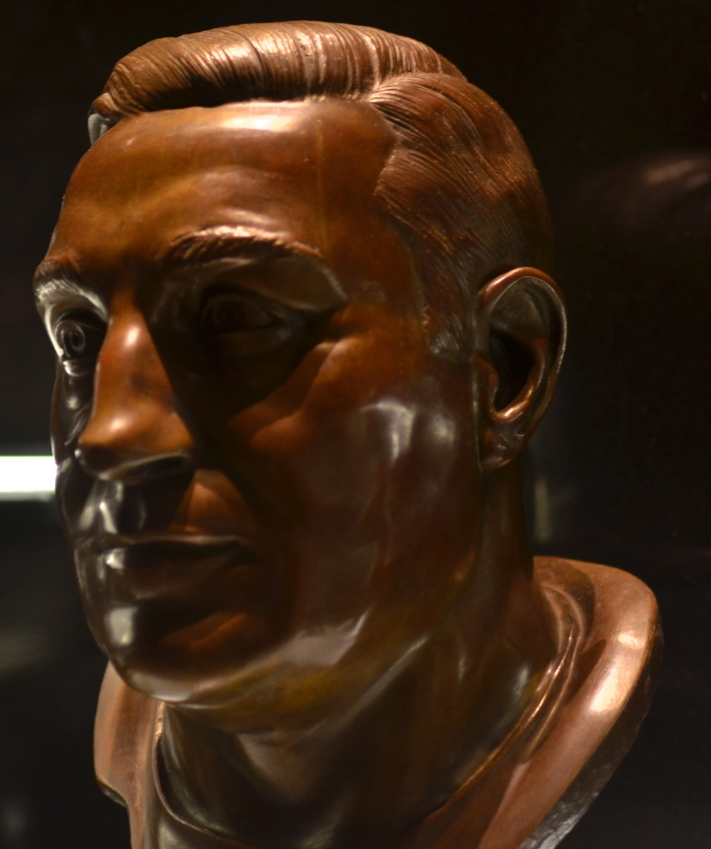 Lou Groza's bust as seen in the Pro Football Hall of Fame.