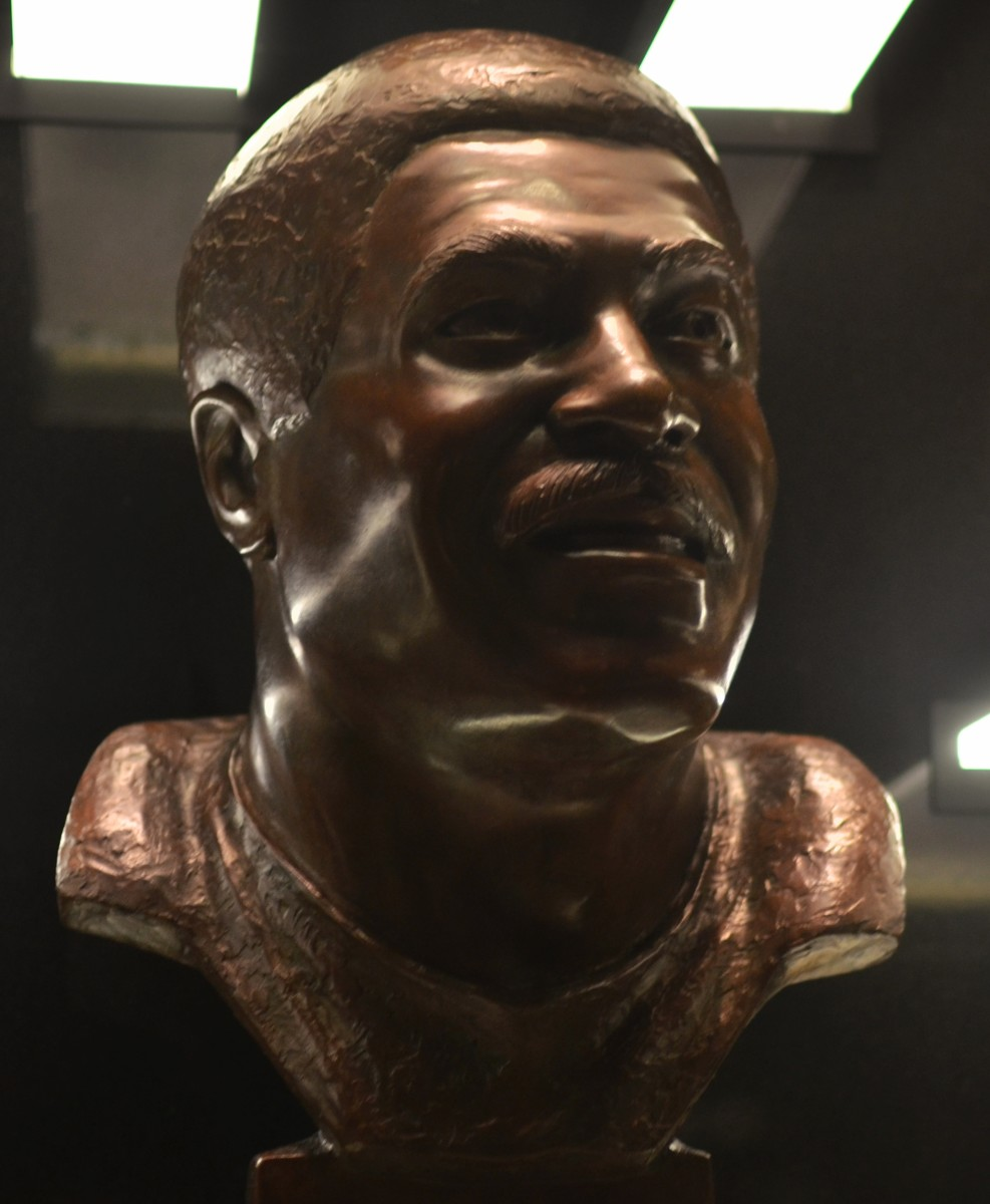 LeRoy Kelly's bust as seen in the Pro Football Hall of Fame.