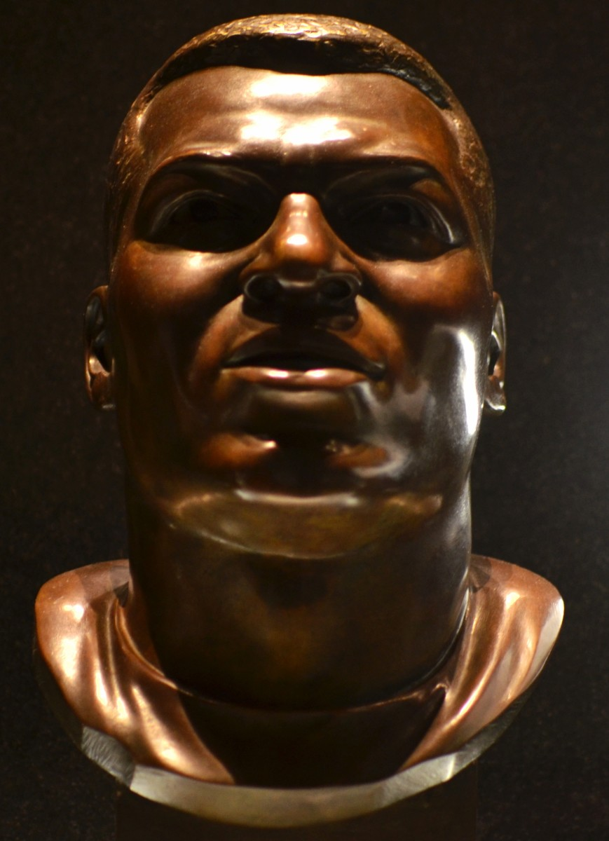 Jim Brown's bust as seen in the Pro Football Hall of Fame.
