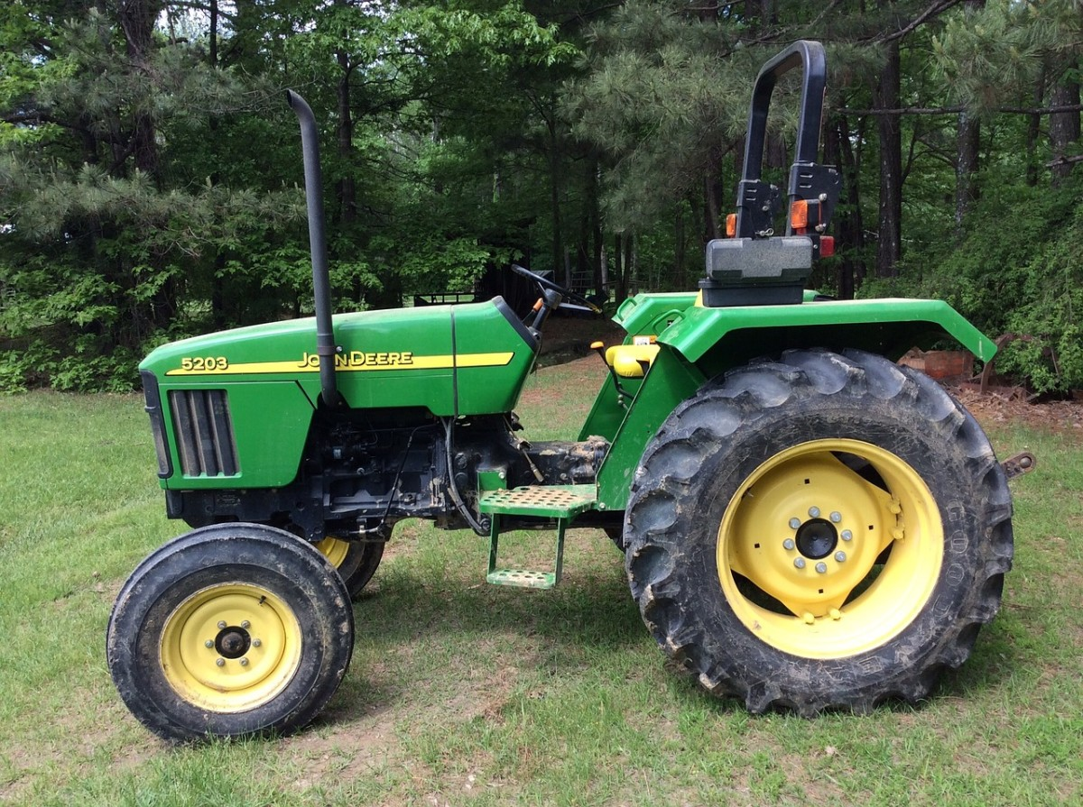 About the John Deere 345 Tractor