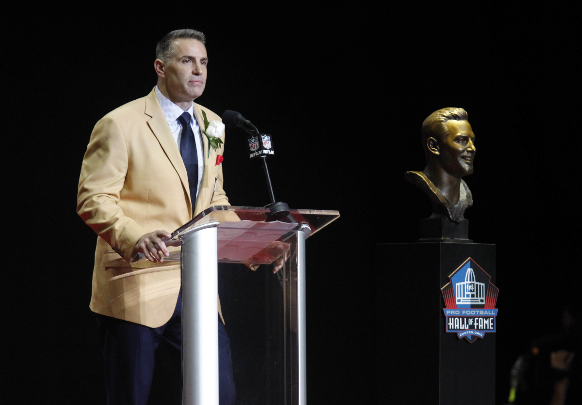 Arizona Cardinals Hall of Fame quarterback, Kurt Warner, delivers his induction speech during the 2017 Pro Football Hall of Fame induction ceremony in Canton, Ohio.
