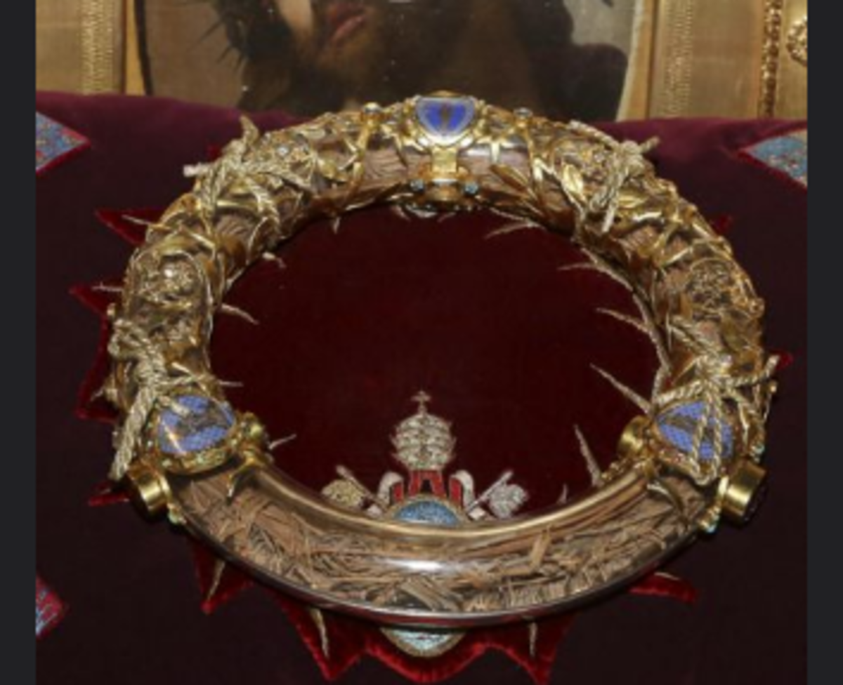 Christ's Crown of Thorns Rescued From Notre Dame Fire