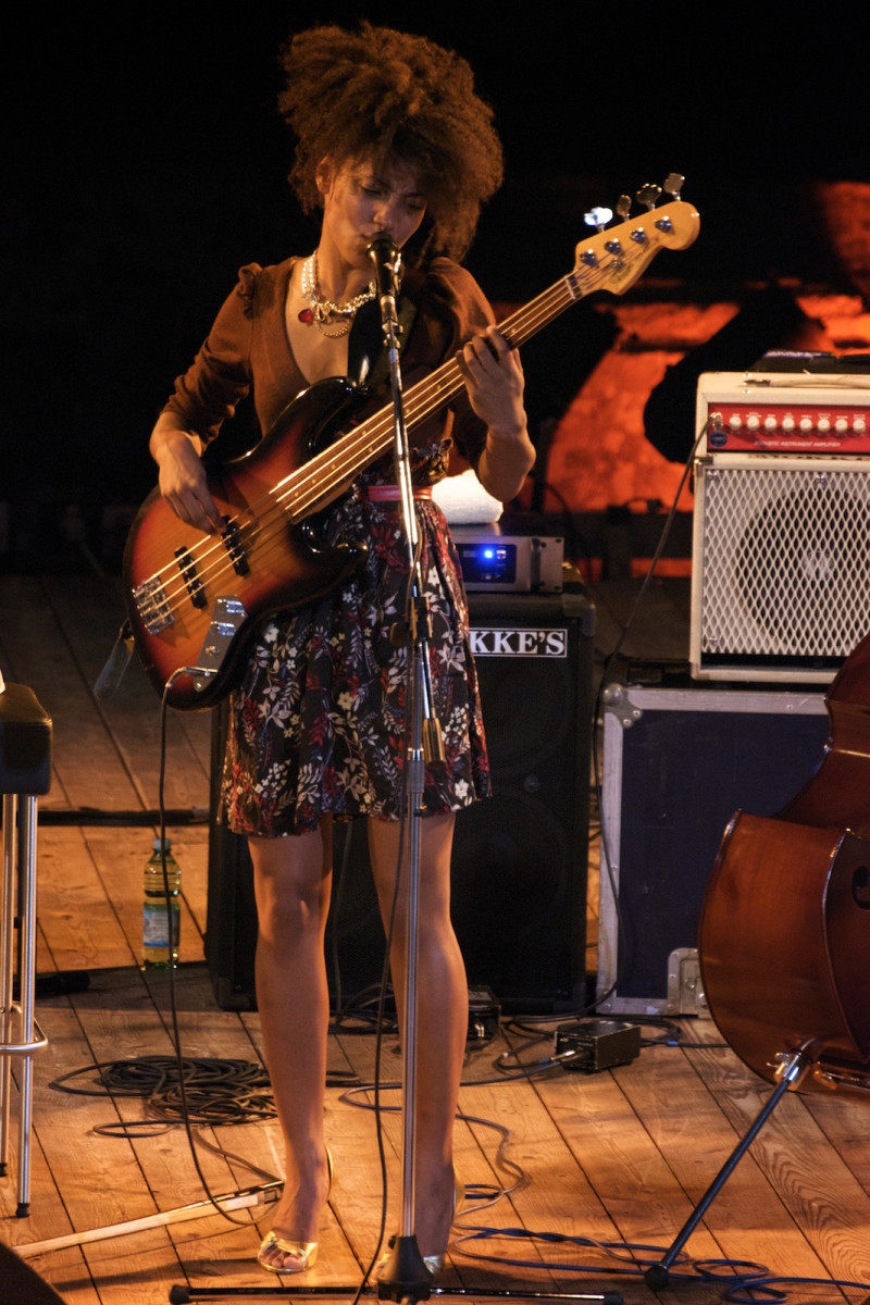100 Best Female Bassists | Spinditty