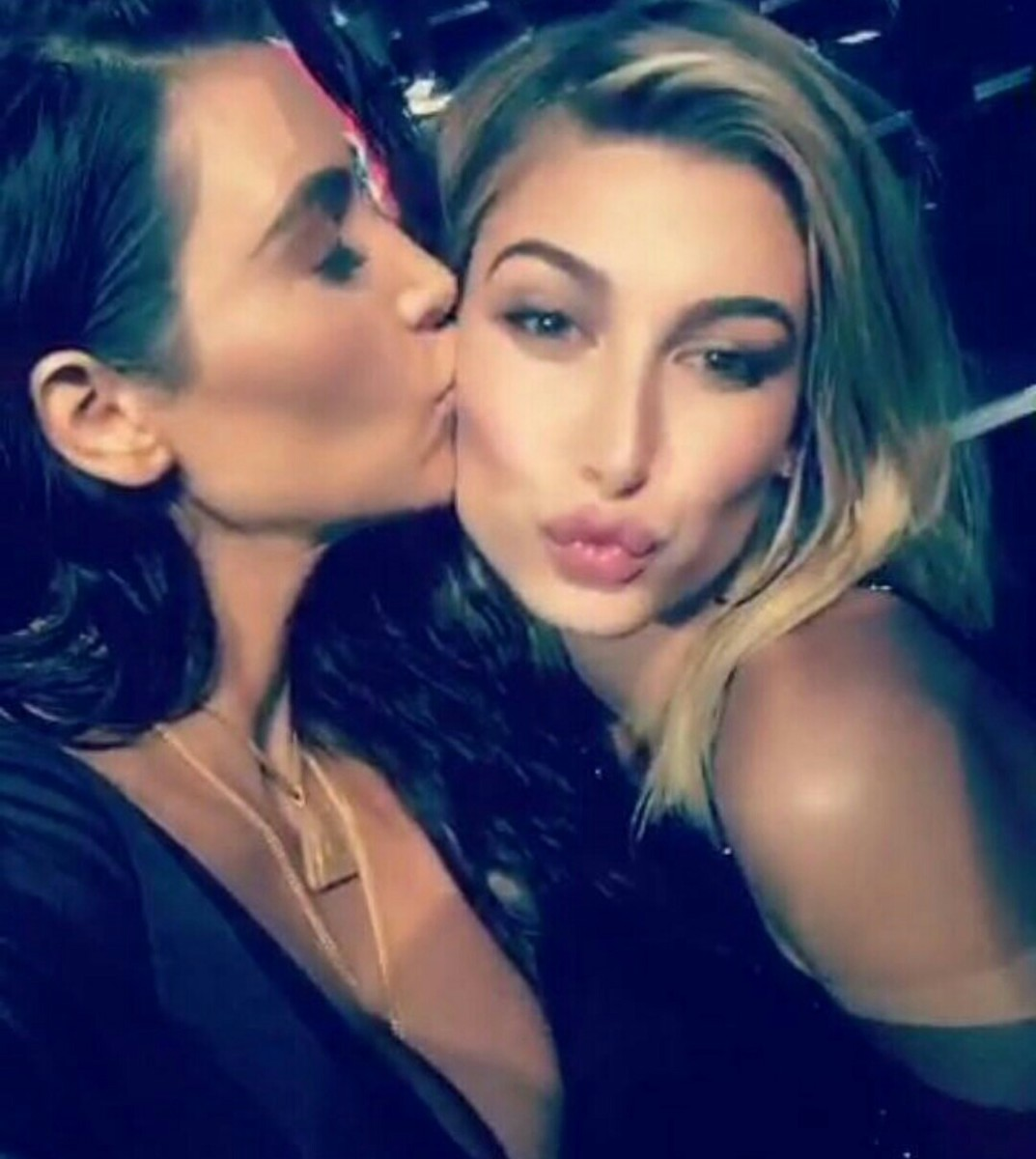 Kim Kardashian and Hailey Baldwin enjoy the VMAs together.