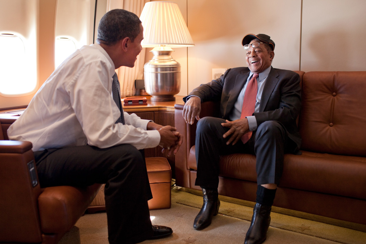Former San Francisco Giants outfielder Willie Mays (right) talks with President Barack Obama aboard Air Force One en route to the 2009 Major League Baseball All-Star Game in St. Louis.