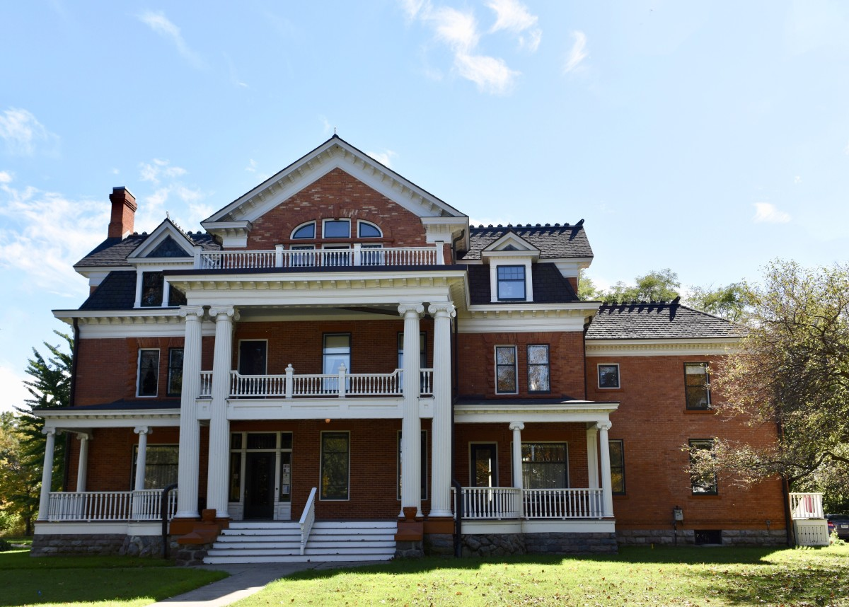 Pic1: A Dream Mansion