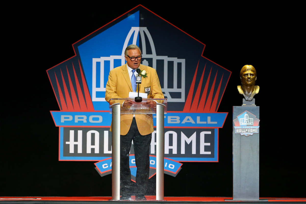 Morten Andersen gives his acceptance speech during the 2017 NFL Hall of Fame enshrinement at Tom Benson Hall of Fame Stadium, Aug. 5, 2017