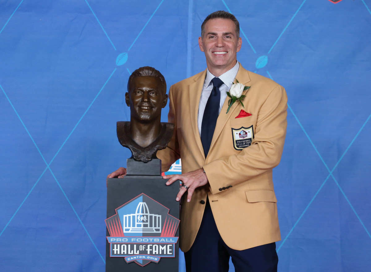 St. Louis Rams, New York Giants, and Arizona Cardinals former quarterback Kurt Warner poses with his bust during the Professional Football HOF enshrinement ceremonies at the Tom Benson Hall of Fame Stadium, Aug. 5, 2017