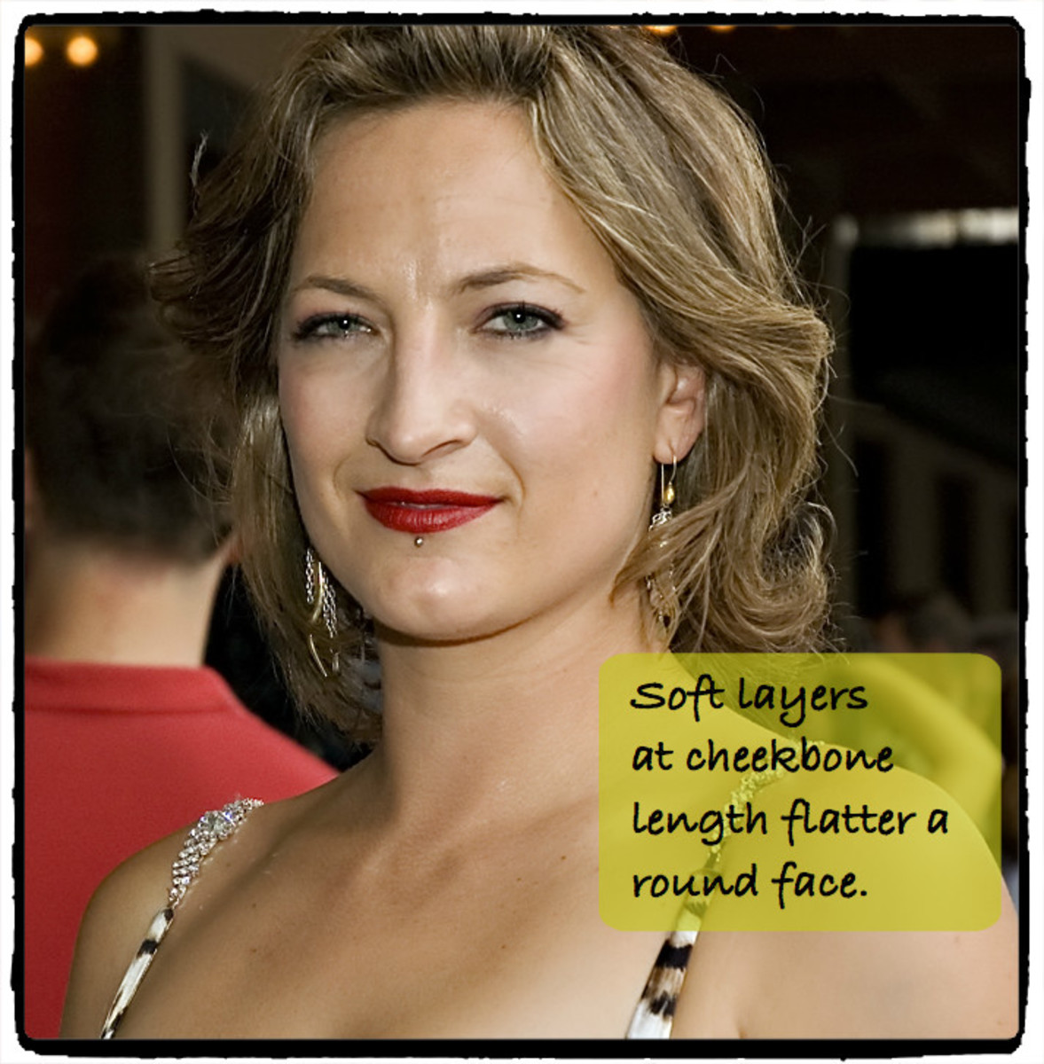 Zoe Bell's round face looks best with curvy layers that fall the cheekbone.