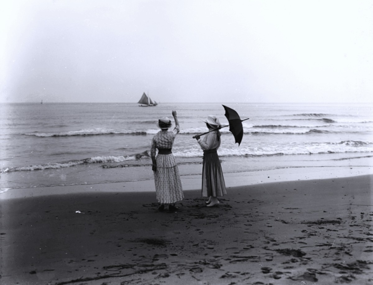 1916—dresses on the beach.