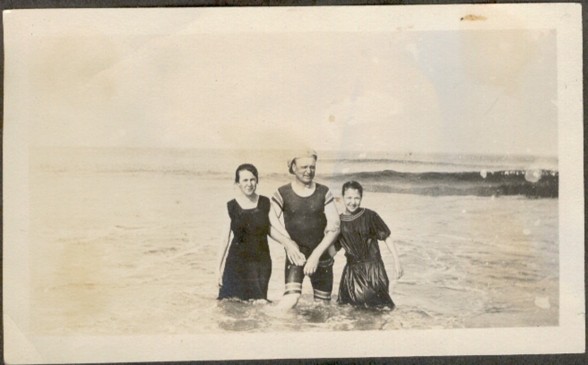 Family in the Surf 1915