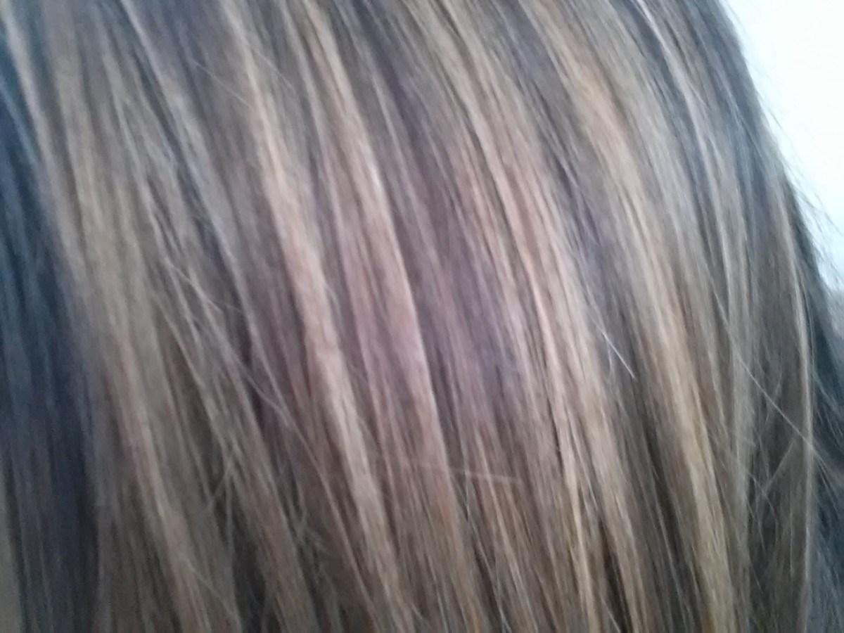 How to put blonde streaks and highlights in brown hair at home my hair right after streaking if you want smaller pieces pull less hair through your cap solutioingenieria Images