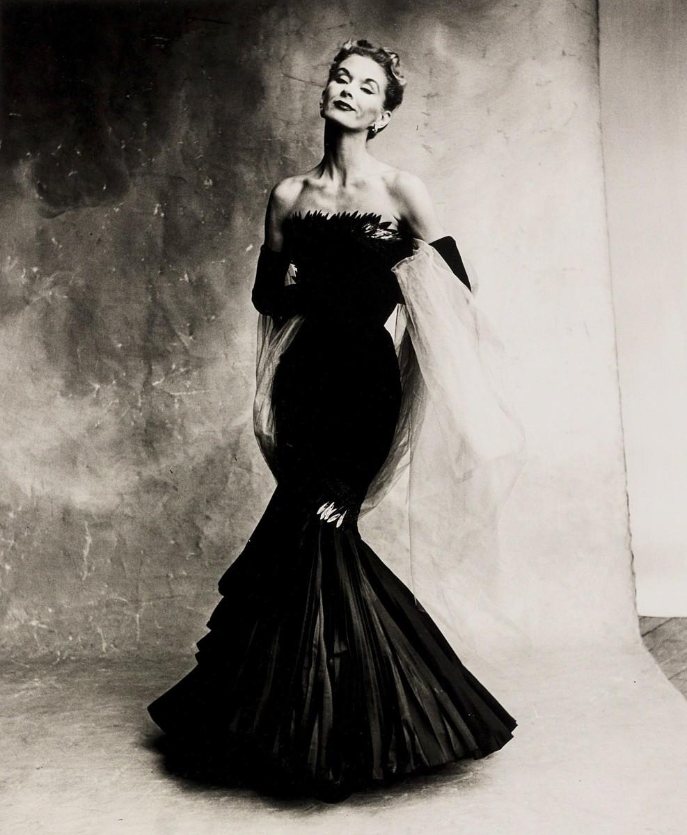 Lisa Fonssagrives-Penn in a mermaid-cut dress