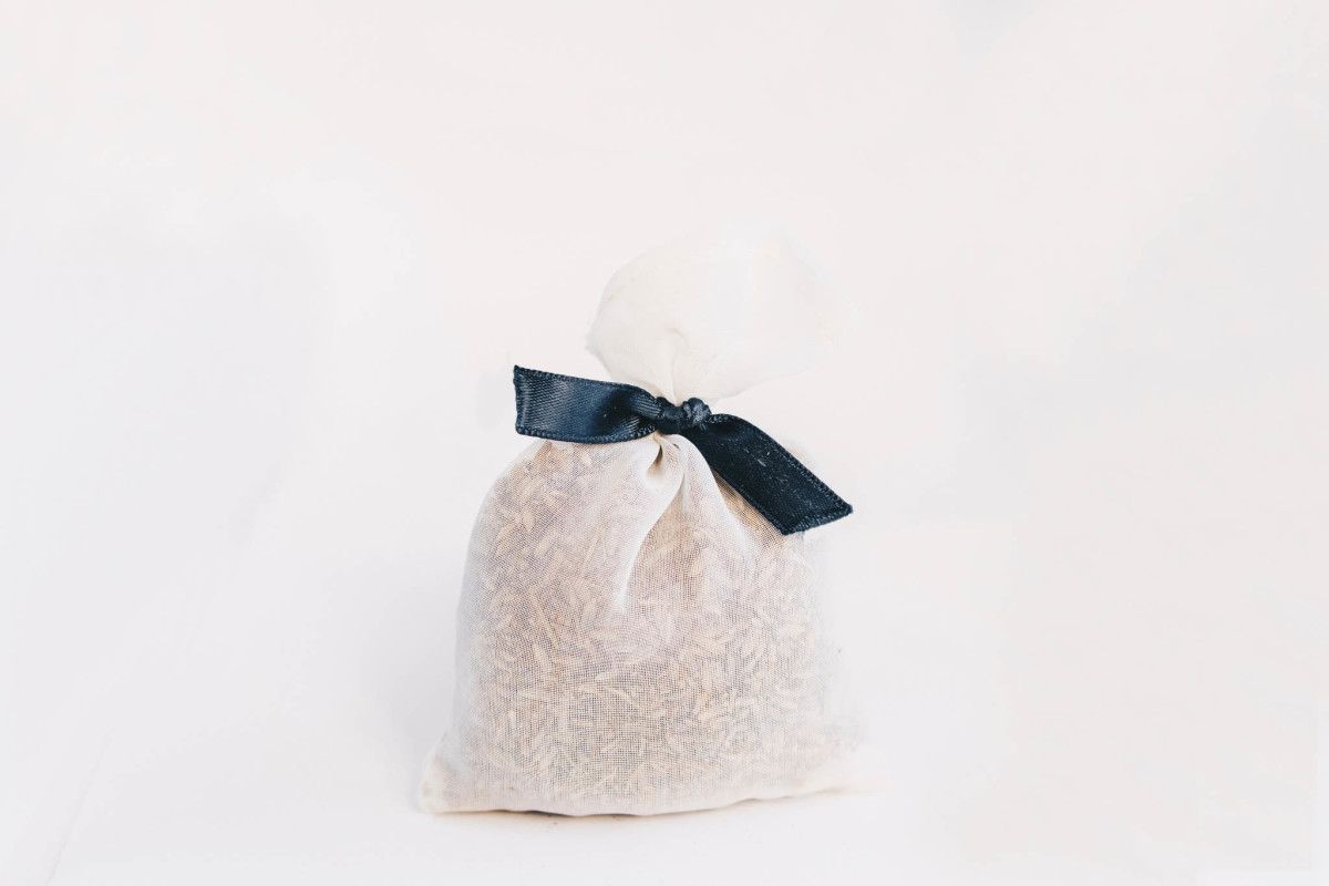 Dried lavender has many uses and can be incorporated into potpourri or sachets and can neutralize pet odours.