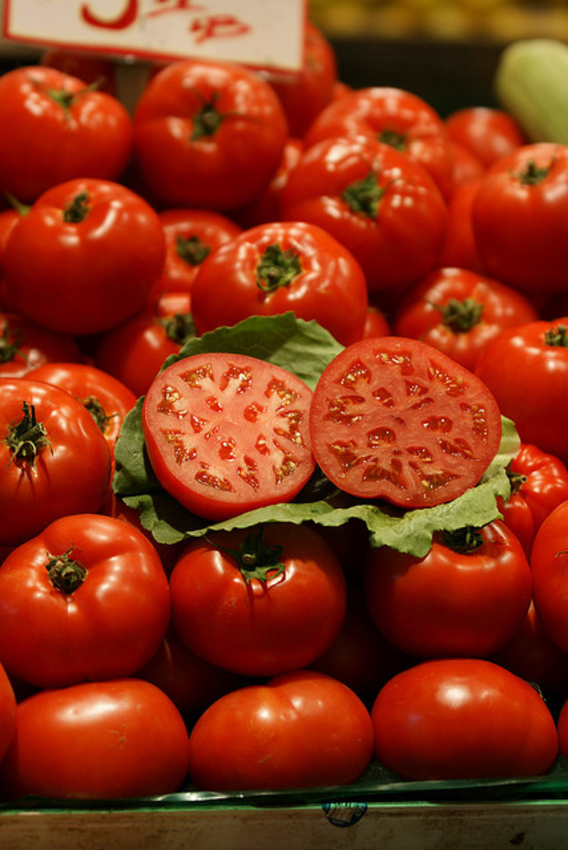 Tomatoes can help  you fight blackheads.